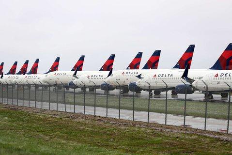 Kein Abflug: Flugzeuge von Delta Air Lines stehen am 3. April am Flughafen von Kansas City