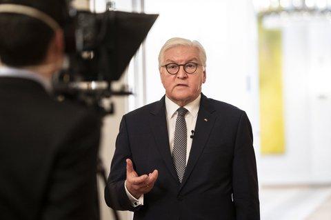 Gerade heraus: Bundespräsident Frank-Walter Steinmeier kennt das Kameralicht.