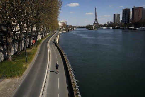 Wie Tag und Nacht: Wer in Paris draußen Sport treiben möchte, muss das künftig in den Abendstunden tun.