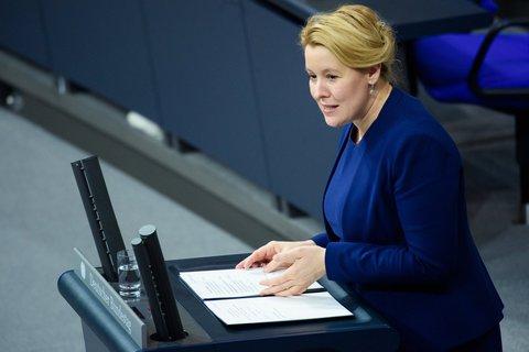 Im Plenum: Das Parlament muss den Elterngeld-Plänen von Familienministerin Franziska Giffey noch zustimmen.