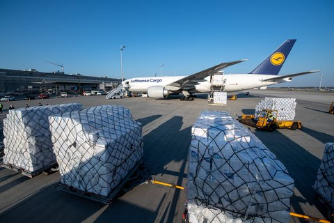 Hot goods: New protective masks have arrived at Munich Airport.