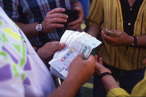 Tickets behalten ihren Wert, nur gibt es kein Geld zurück: Das hat das Bundeskabinett beschlossen.
