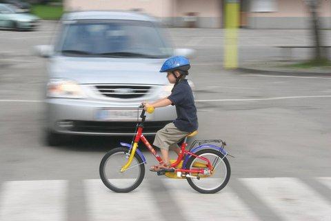 Das Kind allein auf der Stra?e radeln zu lassen, ist noch keine Verletzung der Aufsichtspflicht.