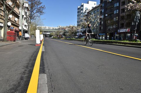 In Berlin werden zahlreiche Pop-up-Radwege angelegt, wie hier am Kottbusser Tour. Das k?nnte auch nach der Coronazeit helfen.