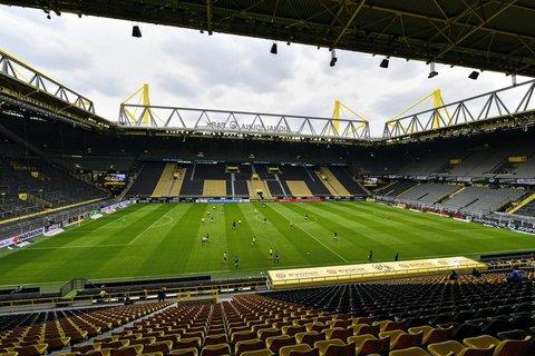 Noch sind die R?nge leer - wie am Samstag im Signal-Iduna-Park in Dortmund am ersten Spieltag nach Fortsetzung der Fu?ballbundesliga