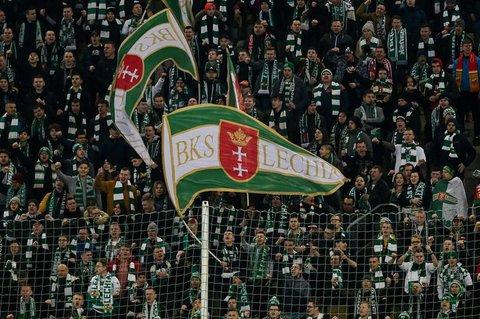 Fans von Legia Danzig bei einem Spiel Anfang März.