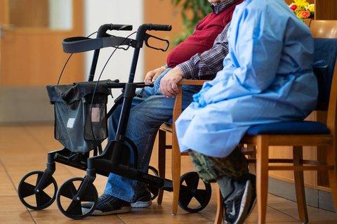 In Pflegeheimen gelten in der Corona-Pandemie strenge Schutzvorschriften.
