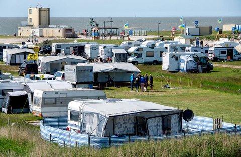 Ein Campingplatz am Deich in Tossens.