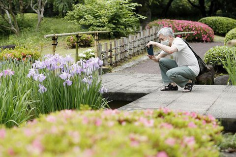 Besucher im Kaiserlichen Garten in Tokio