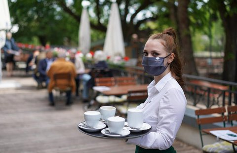Klassischer Studentenjob: Kellnern im Restaurant