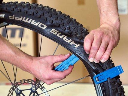 Reifenheber erleichtern den Schlauchwechsel ungemein.