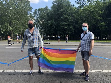 Frank Mehlhorn und Udo Marr demonstrieren für eine unteilbare Welt.