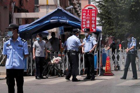 Abgeriegelter Wohnblock nach dem Ausbruch in Peking