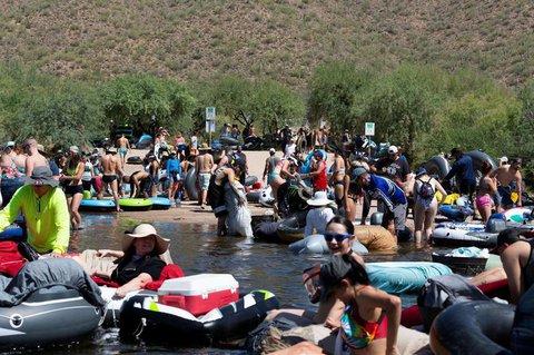 Mitten in der Corona-Pandemie: Badende in Arizona