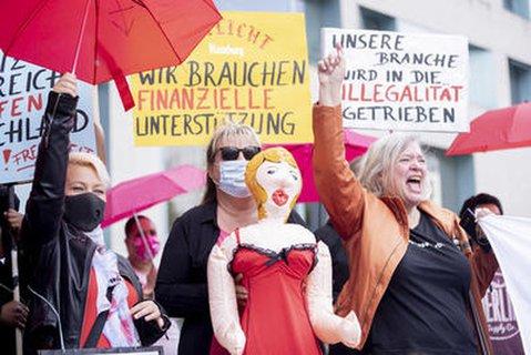 Sexworkerinnen demonstrieren vor dem Bundesrat.