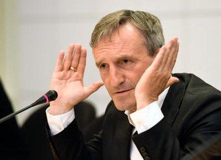 Thomas Geisel bei einer Pressekonferenz zu dem umstrittenen Video