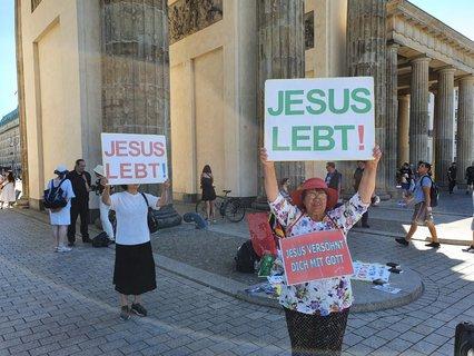 Friends of Jesus at the Brandenburg Gate