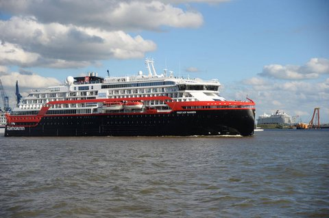 """Das norwegische Kreuzfahrtschiff """"Fridtjof Nansen""""."""