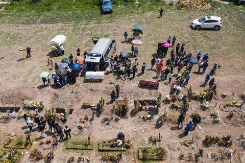 Covid-19-Tote in Mexiko werden begraben.
