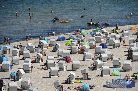 Wie hier auf Rügen sind die Strände überall voll.