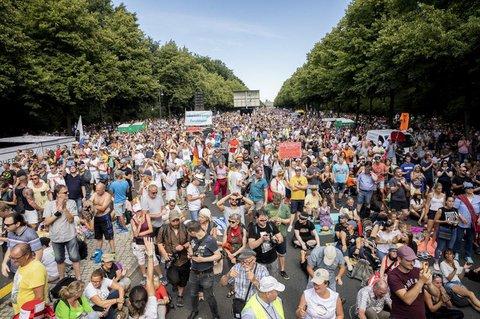 Dicht gedrängt stand vergangenen Samstag Tausende bei einer Demo in Berlin.