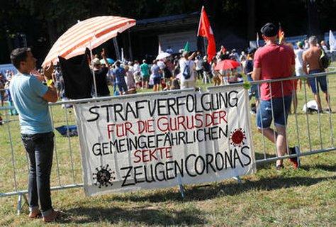Verschw?rungsanh?nger und Corona-Leugner in Stuttgart.