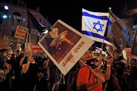 Tausende Menschen versammelten sich aus Protest vor der Residenz von Ministerpr?sident Benjamin Netanjahu.