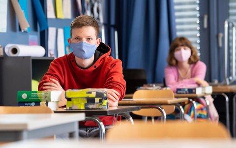 ?Wenn alle auf ihren Pl?tzen sitzen und Abstand sichergestellt ist, macht das Tragen von Masken w?hrend der Unterrichtsstunden überhaupt keinen Sinn.