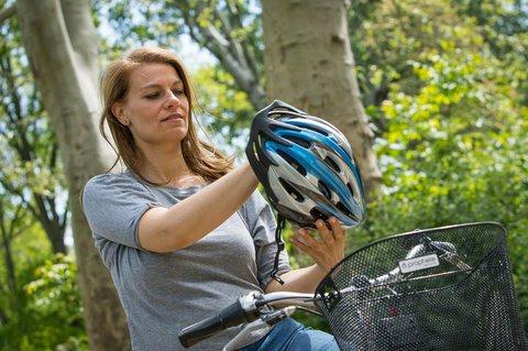 Kopfschutz: Ein guter Helm sitzt weder zu straff noch zu locker.