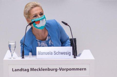 Ministerpräsidentin Manuela Schwesig (SPD) sagte: Bisher gebe es  nur an drei von mehr als 600 Schulen Einschränkungen wegen Corona-Infektionen.  Diese seien