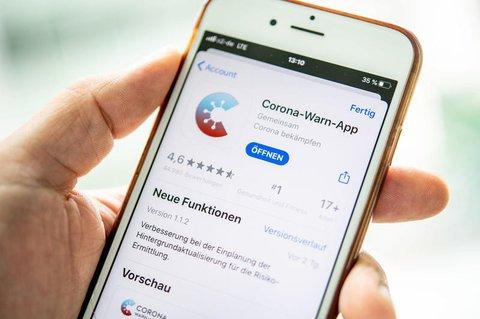 Die App auf dem Smartphone kommuniziert via Bluetooth  mit anderen Smartphones.