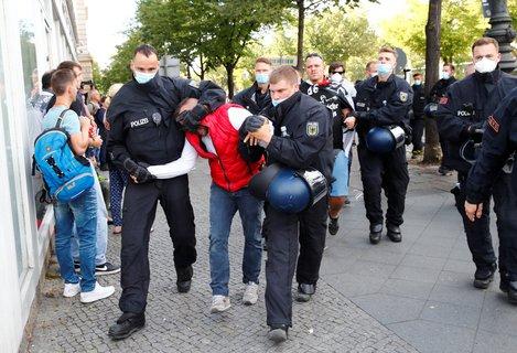 Eerste arrestaties bij de demo.