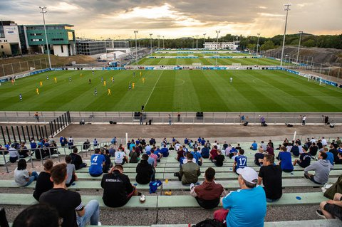 Mit Abstand: 300 Zuschauer verfolgten das Testspiel von Schalke 04 gegen den KFC Uerdingen am 18. August.