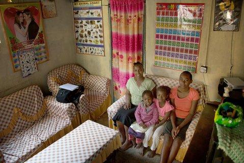 Die Schul-Schließungen in derCorona-Krisehaben nach Einschätzung des Kinderhilfswerks Unicef zu einem globalem Bildungs-Notfall geführt.