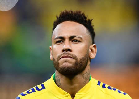 Hat sich im August bereits mit dem Coronavirus infiziert: Brasiliens Fußballstar Neymar.