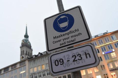 In der Münchner Altstadt gilt weiter die Maskenpflicht.