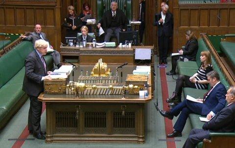 Boris Johnson spricht vor dem Parlament.