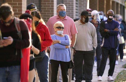 Schlange vor einem Wahllokal in Texas
