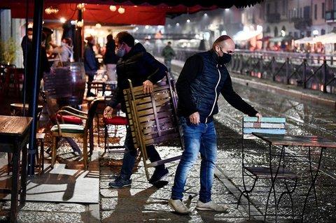 Bars und Restaurants wie hier in Mailand müssen in Italien ab Montag um 18 Uhr schließen.