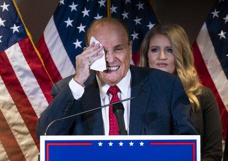 Auch wenn der scheidende Präsident das Anwalts-Team um Rudy Giuliani öffentlich lobt, ist er hinter den Kulissen offenbar