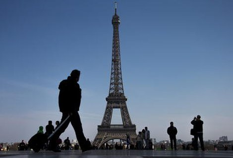 In wenigen Tagen dürfen Besucher wieder auf die Aussichtsplattform des Eiffelturms in Paris steigen.