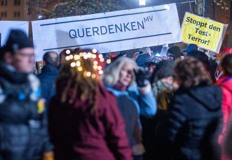 Eine Demo von Gegnern der Corona-Auflagen am 10. November in Schwerin.