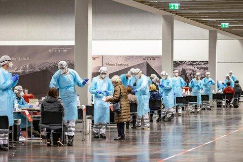Eine Teststation in der Messe von Innsbruck in Österreich.