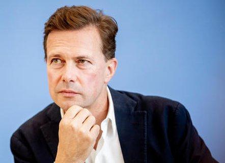 """Regierungssprecher Steffen Seibert (CDU) mahnt zu """"umsichtigem und verantwortungsvollen Verhalten""""."""