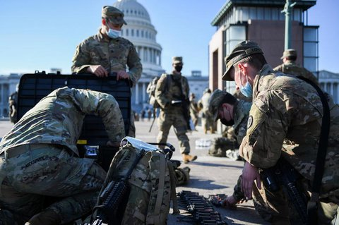 Mitglieder der US-Nationalgarde vor dem Kapitol