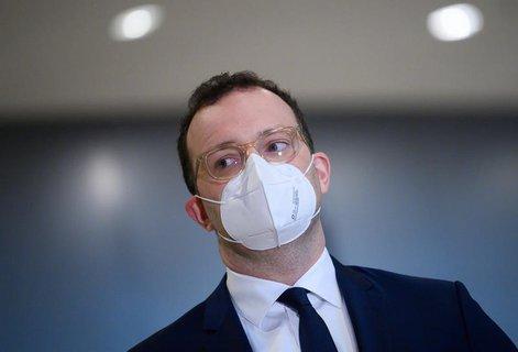 Bundesgesundheitsminister Jens Spahn (CDU) und sein Ministerium sollen im Frühjahr Atemschutz-Masken zu horrenden Preisen bei einer Schweizer Firma eingekauft haben.