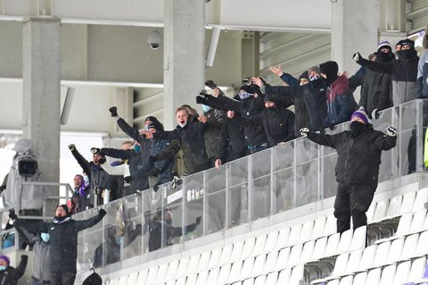 Zuschauer beim Spiel von Aue am Samstag.