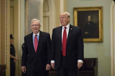 Ein Foto aus dem Jahr 2017: Damals kämpfzen Trump und McConnell Seit an Seit.