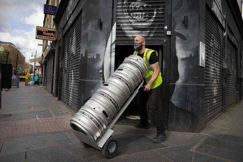 Vorbereitungen auf die Lockerungen: In Brixton wird das Bier an Pubs ausgeliefert.
