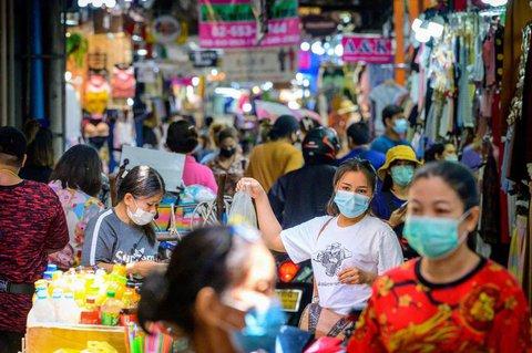 Frauen auf einem Markt in Bangkok.